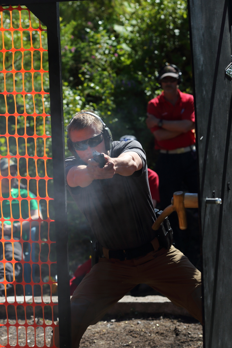 Ampuma-asemiin saadaan vaihtelua esimerkiksi avattavilla ovilla.